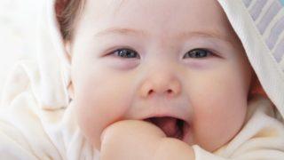 赤ちゃん抱きしめたくなる笑顔