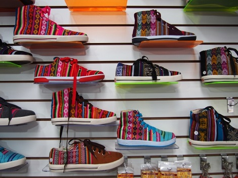 ショッピングモールの靴売り場