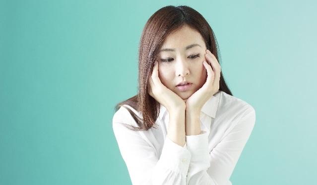 毎月憂鬱な女性